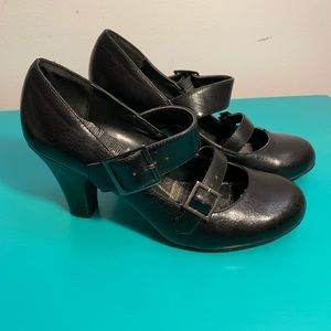 Classified Taylor Black Heels size 7